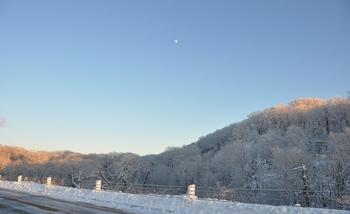 雪景色と月.JPG