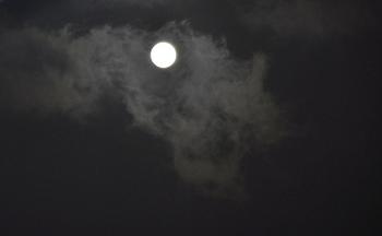 雲と月と.JPG